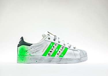 Fluo green studs